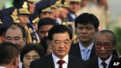 Chuyến công du 4 ngày của ông Hồ Cẩm Đào diễn ra trùng với hội nghị thượng đỉnh ASEAN tại thủ đô Phnom Penh.