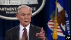 美国司法部长塞申斯在3月2日的记者会上。