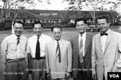 Từ phải: Gs May, Gs Trần Ngọc Ninh, Gs Nguyễn Hữu, Gs Phạm Biểu Tâm, Gs Trịnh Văn Tuất. [Album gia đình Gs Phạm Biểu Tâm]