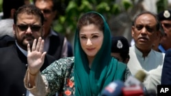 Maryam Nawaz, center, the daughter of former Pakistani prime minister Nawaz Sharif, talks with media following an appearance before a panel investigating the Sharif family's offshore companies and claims of money laundering, in Islamabad, July 5, 2017.