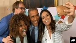 Obama sa troje umetnika sa Ju Tjuba