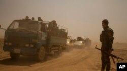 8月15日大批難民正逃離被伊斯蘭國進佔的摩蘇爾地區。