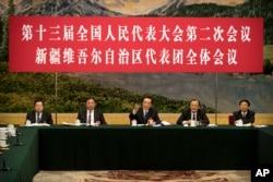 2019年3月12日在北京人民大會堂舉行的全國人大會議新疆維吾爾自治區代表團會議上,新疆黨委書記陳全國(中)講話。講台上的人前面都沒有名牌。