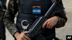 Tentara bersenjata di Honduras.