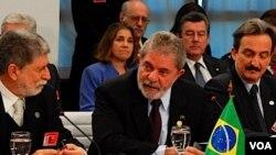 La gran popularidad del presidente Lula da Silva no logra hasta ahora ser transferida a la candidata de su partido, Dilma Rousseff.