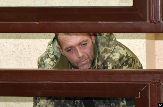 Simferopol'da (Akmescit) Rus mahkemesine çıkarılmış Ukrayna askeri (Kasım 2018)