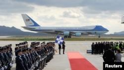 2016年11月15日,空軍一號搭載美國總統奧巴馬抵達希臘雅典。