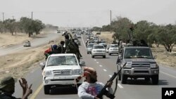 라스라누프에서 밀려나는 리비아 반군(자료사진)
