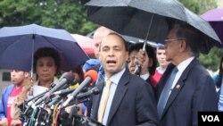 """Congresista Luis Gutiérrez considera """"inhumano"""" el proyecto de ley H.R. 2278 y considera que reunión con Boehner será """"decisiva""""."""