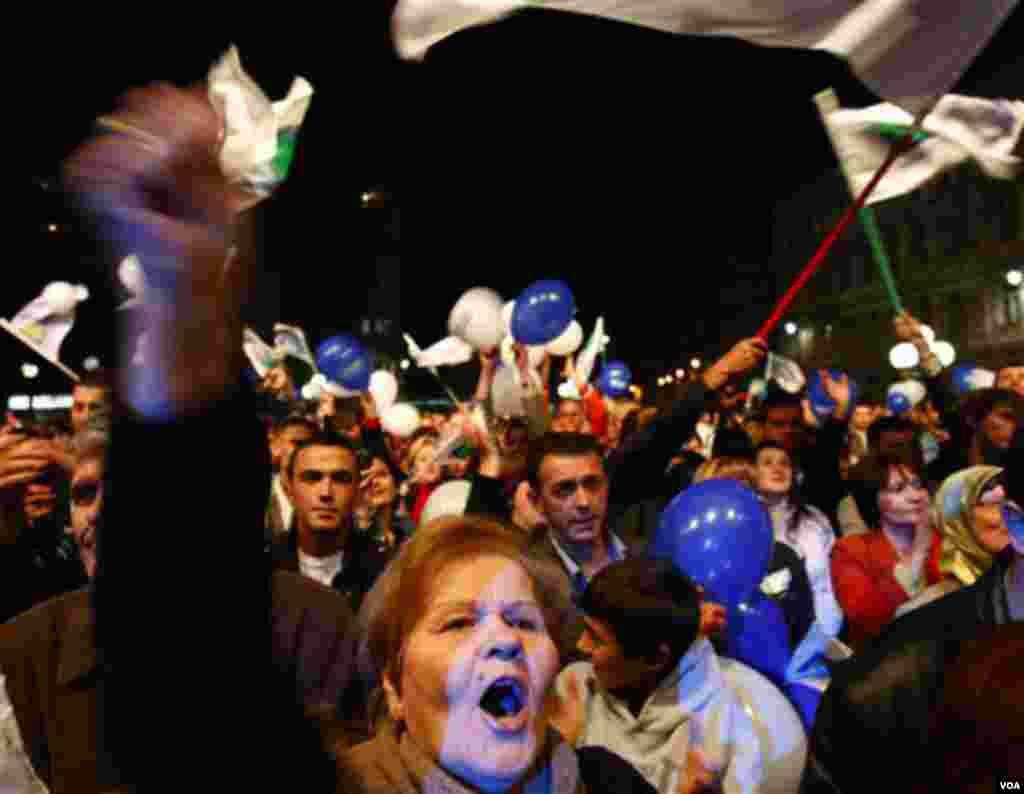 Sedmi opšti izbori poslije 1990. godine. Bosna i Hercegovina bira tri člana predsjedništva, zakonodavce i čelnike entiteta. (AP Photo/Amel Emric)