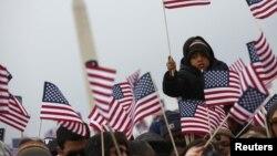 Đám đông dự lễ tuyên thệ nhậm chức của Tổng thống Obama, nghe bài phát biểu