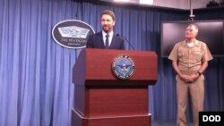 電影主角、飾演美國海軍潛艇艦長的演員兼製片人巴特勒星期一應邀到五角大樓的媒體簡報室。