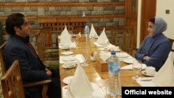 یوسف رضا گیلانی کے اپوزیشن لیڈر سینیٹ بننے پر مریم نواز کا کہنا تھا کہ چھوٹے سے فائدے کے لیے بیانیے کو روند دیا گیا۔ تو بلاول بھٹو زرداری نے کہا کہ مسلم لیگ سے توقع نہیں تھی کہ وہ سینیٹ میں امیدوار کی شکست کے بعد وزیرِ اعظم جیسا ردِ عمل دے گی۔ (فائل فوٹو)