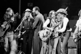 FILE - In this Dec. 1975 file photo, musicians Roger McGuinn, Joni Mitchell, Richie Havens, Joan Baez and Bob Dylan perform the finale of the The Rolling Thunder Revue, a tour headed by Dylan.