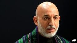 حامد کرزی می گوید که امضای موافقتنامۀ امنیتی با امریکا و موجودیت پایگاه نظامی آن کشور در افغانستان به سود افغانها است.