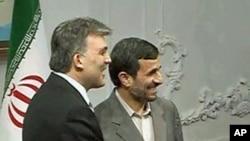 Turkey's President Abdullah Gul (l) and Iran's President Mahmoud Ahmadinejad