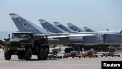 Firokên Rûsî li bingeha Hmeymim ya li Sûrîyê