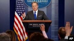 숀 스파이서 백악관 대변인이 20일 백악관에서 정례브리핑을 하고 있다.