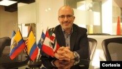 César Martínez, analista político y experto en medios
