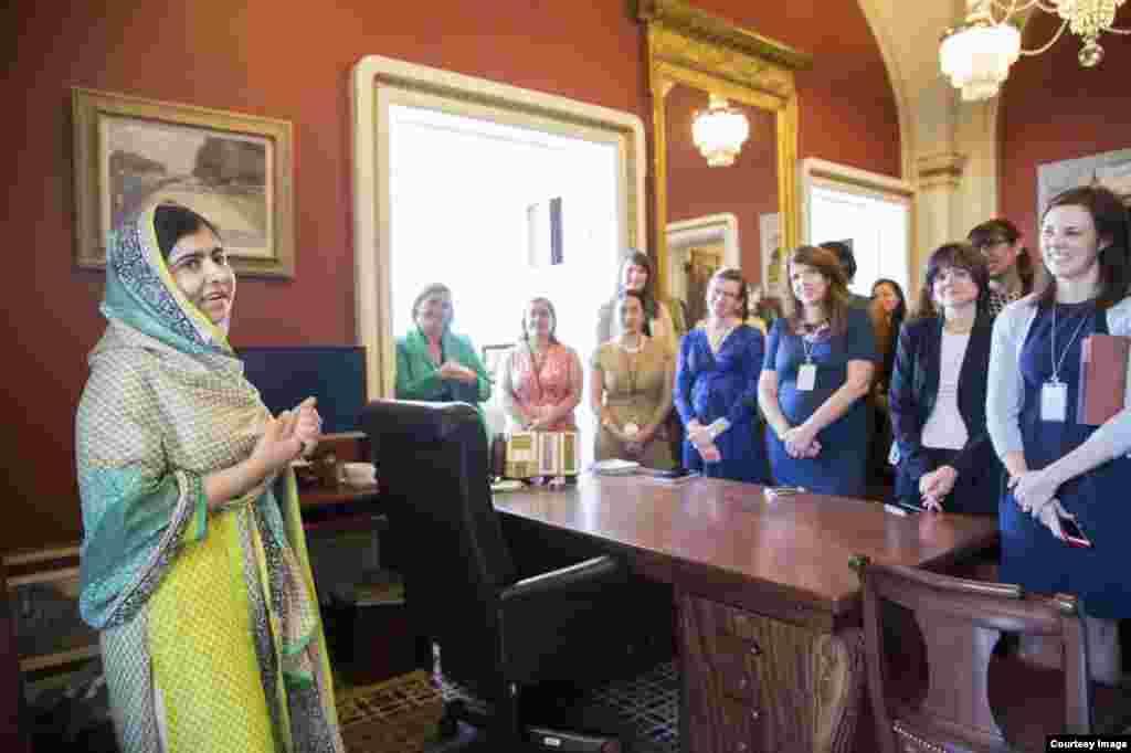 ملالہ لڑکیوں کی تعلیم پر بات چیت کے لیےدنیا کے مختلف ملکوں کے دورے کر چکی ہیں