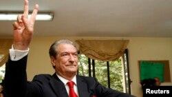 總理貝里沙投票的一刻