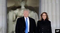 Tổng thống đắc cử Donald Trump và vợ Melania Trump đến dự buổi hoà nhạc tại Đài tưởng niệm Lincoln ở thủ đô Washington, 19/1/2017.