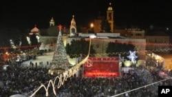伯利恒朝聖者聚集 迎接聖誕節
