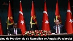 Presidente de Angola, João Lourenço (esq), e Presidente da Turquia, Recep Tayyip Erdoğan (dir), em Ancara, 27 de Julho de 2021