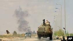 9月9日反卡扎菲武装的装甲车开往苏尔特以东的前线