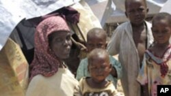 구호식량을 기다리는 소말리아인들