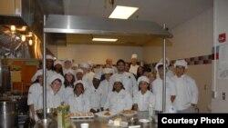 L'équipe des chefs Albisu et Gueye au Lycée TC Williams, à Alexandria, VA