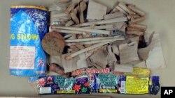 Estos son los cartuchos de fuegos artificiales que estaban dentro de la mochila que desechó Azamat Tazhayakov.