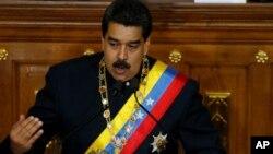 니콜라스 마두로 베네수엘라 대통령이 10일 제헌의회에서 연설하고 있다.