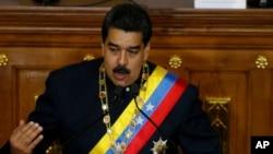Prezidan Venezuelyen an, Nicolas Maduro devan Asanble Konstitiyant 545 manm la nan Karakas, Venezuela 10 out 2017.