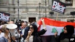 همزمان با انتشار گزارش جلیکات، بریتانیایی های عراقی تبار به بلر معترض شدند.