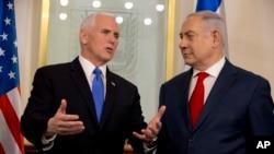 Vis Prezidan Mike Pence ak Premye Minis izrayelyen an, Benjamin Netanyahu, ki t ap rankontre nan Jerizalèm lendi 22 janvye 2018 la.