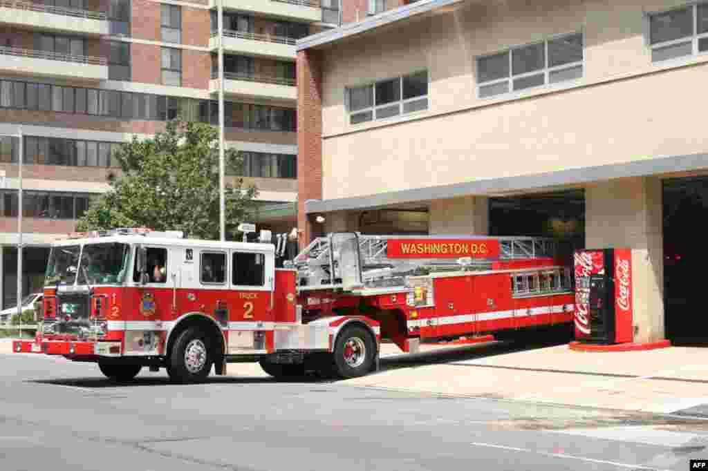 Тягач с пожарной лестницей занимает место в гараже – движение на улице останавливается