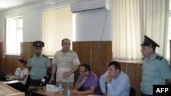 Beynəlxalq təşkilatlar jurnalist Eynulla Fətullayevin dərhal həbsdən azad edilməsini tələb edir