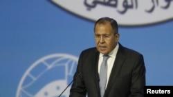 俄羅斯外長拉夫羅夫在俄國黑海渡假村的敘利亞全國對話大會上發表講話。(資料圖片)
