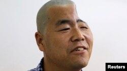 Para dokter China di Xi'an, provinsi Shaanxi memanfaatkan teknologi printer 3-D untuk melakukan pemasangan titanium pada kepala pria bernama Hu. Batok kepala (tulang tengkorak) Hu pecah akibat jatuh dari lantai 3 saat melakukan sebuah pekerjaan konstruksi (foto: 27/8).