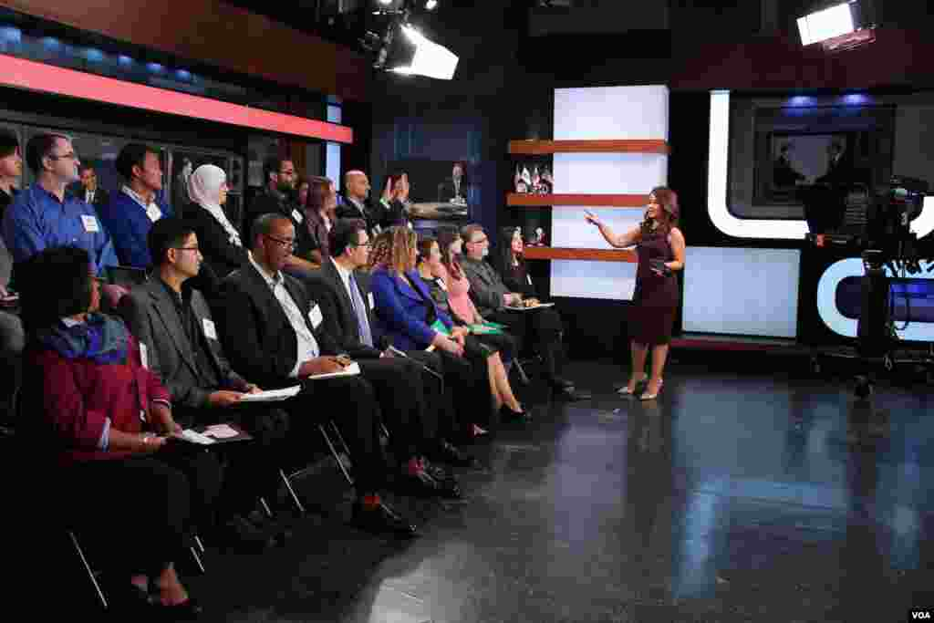 VOA Indonesian service's Patsy Widakuswara hosted the panel discussion following the second presidential debate, October 9, 2016.