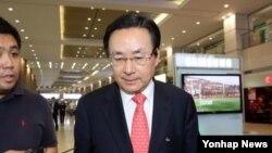 러시아에서 열린 '제4차 고위급 안보회의'에 한국 측 수석대표로 참석한 주철기 청와대 외교안보수석이 3일 오후 인천국제공항을 통해 귀국하고 있다.