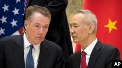 美國貿易代表萊特希澤(左)與中國副總理劉鶴2019年2月15日在北京釣魚台國賓館舉行會晤。