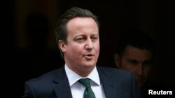 Perdana Menteri Inggris David Cameron menyatakan negaranya akan mempertimbangkan veto perpanjangan embargo senjata atas Suriah (12/3).