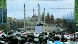 Një xhami e re në zonën qendrore të Tiranës