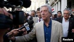 Tổng thống đắc cử Tabare Vazquez nói chuyện với các phóng viên tại Montevideo.