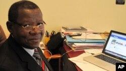 Menteri Informasi Kongo, Lambert Mende hari Selasa (12/11) menyalahkan Uganda atas batalnya perjanjian damai (foto: dok).