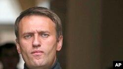 Lãnh tụ đối lập Alexei Navalny phát biểu trước báo giới tại Moscow, ngày 9/9/2013.