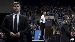 美国总统奥巴马4月24号在北卡罗来纳大学教堂山分校演讲