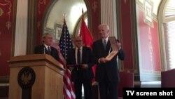 Bivši potpredsednik SAD Džozef Bajden posle uručivanja crnogorskog odlikovanja